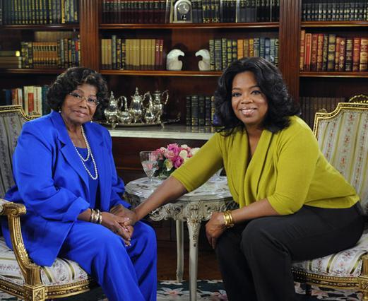 Η Κάθριν Τζάκσον υποδέχτηκε την  Όπρα Γουίνφρεϊ στο σπίτι της  για να δώσει την πρώτη της  τηλεοπτική συνέντευξη μετά  τον θάνατο του γιου της.