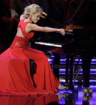 Η Μις Νεμπράσκα απέδειξε τις δυνατότητές της στο πιάνο!