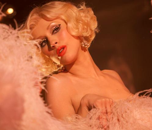 Η Κριστίνα Αγκιλέρα πρωταγωνιστεί στο Burlesque!
