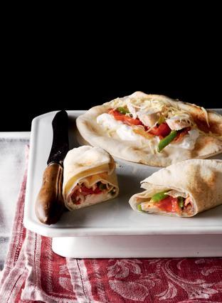 Αραβική πίτα με κοτόπουλο και ντομάτα