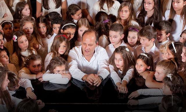 Η παιδική χορωδία του Σπύρου Λάμπρου στο ΜΜΘ