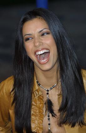 Η φωτογραφία αυτή της Εύα Λονγκόρια είναι από το 2001. Τα κάτω στραβά δόντια της ανήκουν πια στο παρελθόν.