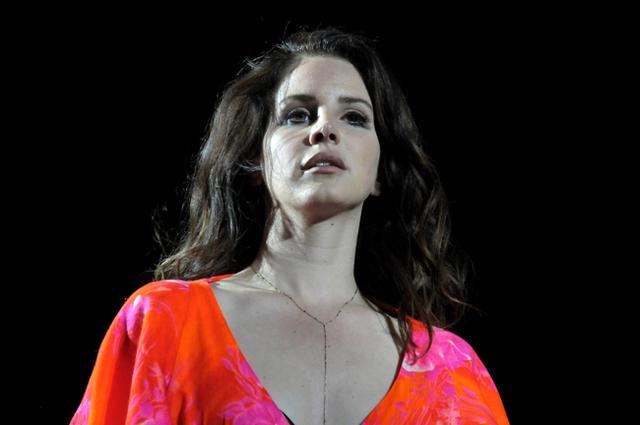 Το υλικό που χρησιμοποίησε η Lana del Rey για να  ανοίξει  τα μαλλιά της βρίσκεται στην κουζίνα σου