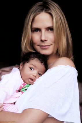 Μητέρα και κόρη ποζάρουν με χάρη στο φακό!