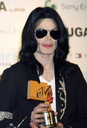 Ο Μάικλ Τζάκσον κατά τη διάρκεια βράβευσής του το 2006.