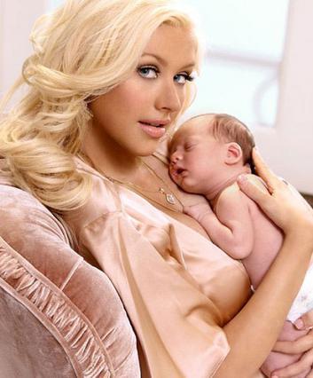 Ο μικρός Μαξ γεννήθηκε στις  12 Ιανουαρίου 2008. Η εμπειρία  της εγκυμοσύνης έδωσε τεράστια  ώθηση στη σεξουαλικότητα της μαμάς.