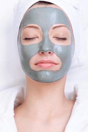 Η μάσκα από άργιλο διεισδύει στους πόρους του δέρματος σου, εξαφανίζοντας τα μαύρα στίγματα!
