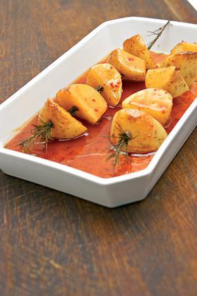 Πατάτες φούρνου με γλυκιά σάλτσα