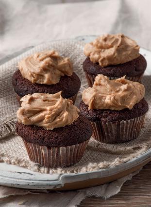 Καπκέικς (Cupcakes) με σοκολάτα και φιστικοβούτυρο