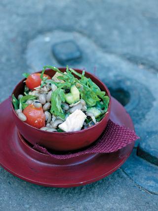 Μαυρομάτικα φασόλια με τόνο και ρόκα