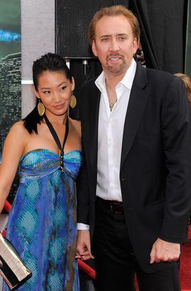 Ο Νίκολας Κέιτζ με τη γυναίκα του, Άλις Κιμ σε παλιότερη εμφάνισή τους.