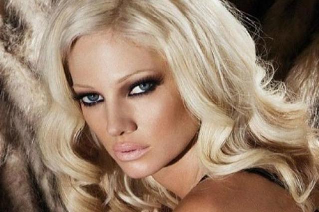 Αγνώριστη η Τζούλια χωρίς μακιγιάζ κι εξτένσιον