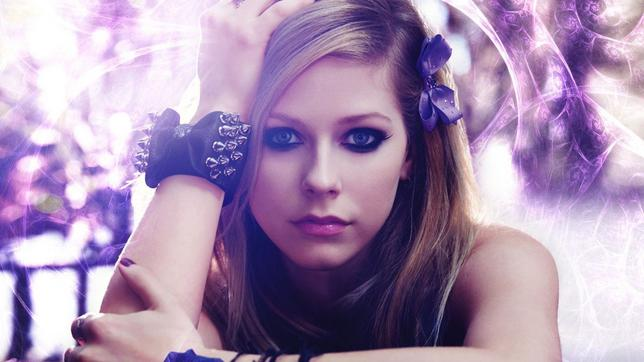 <p>Τον Δεκέμβριο η Αβρίλ Λαβίν (Avril Lavigne) είχε τρομάξει τους θαυμαστές της αλλά και την υπόλοιπη σόουμπιζ όταν μέσω τιτιβίσματος <strong>τους είχε ζητήσει να προσευχηθούν για εκείνη. </strong>Τώρ