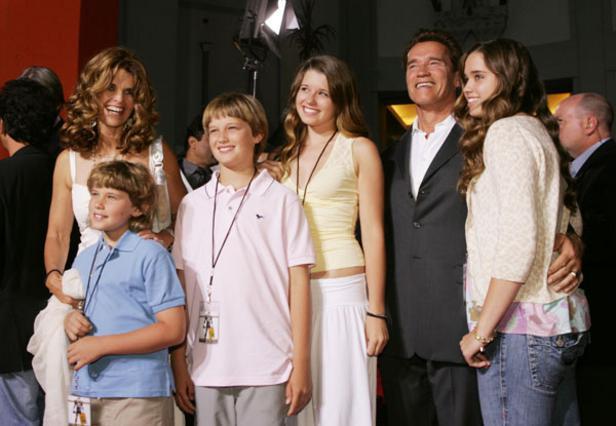 Ο Άρνι η Μαρία και τα παιδιά τους, Κρις, Πάτρικ, Κριστίνα και Κάθριν, σε κοινή έξοδο το 2005.
