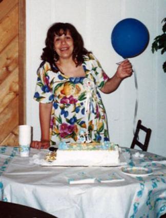 Η Μίλντρεντ Μπαένα την εποχή που ήταν έγκυος με το παιδί του Σβαρτσενέγκερ και εργαζόταν στο σπίτι της οικογένειας ως καθαρίστρια.