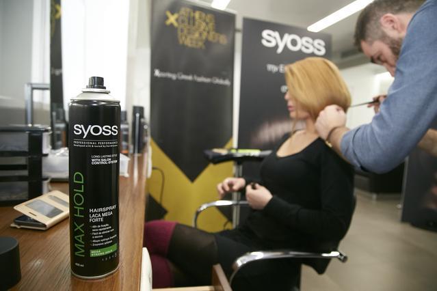 <p>Το Syoss που περιλαμβάνει προϊόντα επαγγελματικής ποιότητας στις κατηγορίες περιποίησης, styling και βαφής μαλλιών, θα αναλάβει την επιμέλεια του Hair Styling των επιδείξεων. Ενώ, όπως κάθε σεζόν,