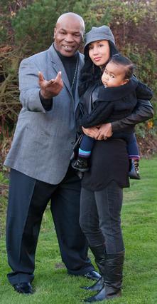 Ο Μάικ Τάισον με τη γυναίκα του,  Λακίχα και την κόρη τους, Μίλαν.