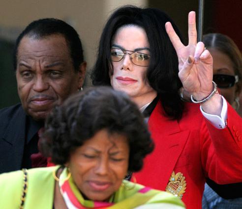 Ο πατέρας του Μάικλ κατηγορεί τη μητέρα του για τον θάνατό του