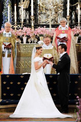 Η πριγκίπισα Βικτόρια πρώτη στη σειρά  διαδοχής για τον θρόνο της Σουηδίας,  παντρεύτηκε με όλες τις τιμές τον  αγαπημένο θνητό της, γυμναστή  στο επάγγελμα, Ντάνιελ Γουέστλινγκ.