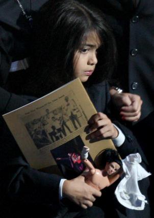 Ο 7χρονος Μπλάνκετ στην επιμνημόσυνη τελετή για τον πατέρα του, στις αρχές Ιουλίου.