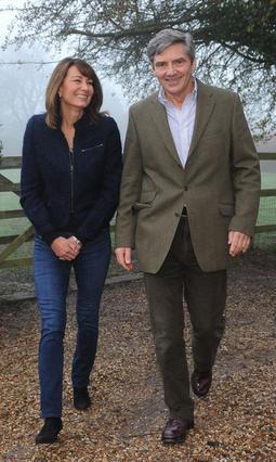 Η Κάρολ και ο Μάικλ Μίντλετον είναι περιχαρείς που έχουν την κορούλα τους και πάλι κοντά τους μέχρι να γίνει μανούλα φέρνοντας στον κόσμο τον μελλοντικό μονάρχη της Βρετανίας!!!