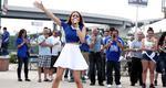 Τρελό γέλιο: Άκου την Καλομοίρα να «εκτελεί» τον Εθνικό ύμνο