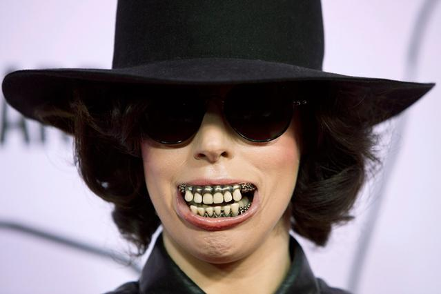 Τρομακτική, ξεβράκωτη και φουλ στην κυτταρίτιδα η Gaga