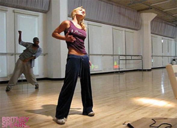 Η Μπρίτνεϊ Σπίαρς κατά τη διάρκεια της πρόβας του χορευτικού της για το σόου.