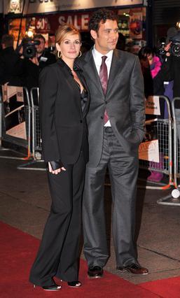 Η Τζούλια Ρόμπερτς με τον συμπρωταγωνιστή της, Κλάιβ Όουεν, στην πρεμιέρα στο Λονδίνο.