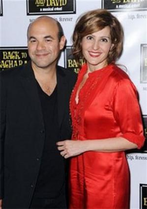 Η Νία Βαρντάλος με τον σύζυγό της.