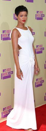 Εντυπωσίασε η Ριάνα στο κόκκινο χαλί των βραβείων του MTV