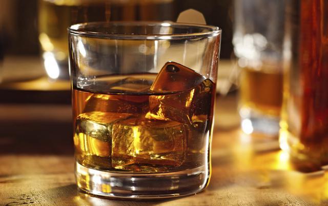 Ράστι Νέιλ κοκτέιλ (Rusty Nail cocktail)