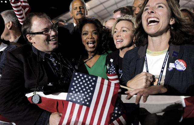Η Όπρα Γουίνφρεϊ στο Σικάγο την βραδιά του εορτασμού της εκλογικής νίκης του  Μπάρακ Ομπάμα.