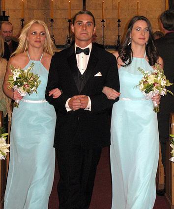 Η Μπρίτνεϊ Σπίαρς με το μάξι φόρεμα στον ρόλο της παρανύμφου.