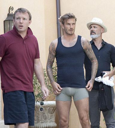 Ο Γκάι Ρίτσι σκηνοθετεί τον Ντέιβιντ Μπέκαμ με το... βρακάκι του