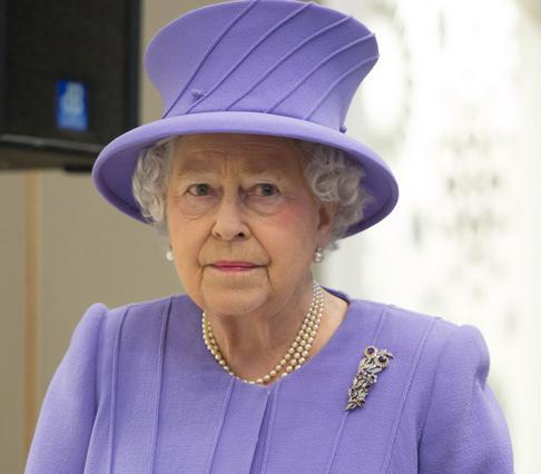 Εσπευσμένα στο νοσοκομείο εισήχθη η βασίλισσα Ελισάβετ αλλά όλα δείχνουν πως είναι καλύτερα.