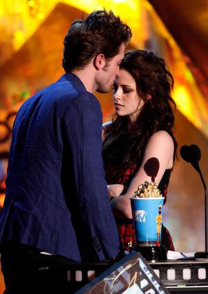 Η χημεία ανάμεσα στους δύο πρωταγωνιστές του  Twilight  ήταν έντονη από την πρώτη στιγμή και πέρασε φυσικά και στην προσωπική τους ζωή.