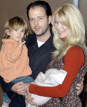 Η Κλόντια με τον σύζυγό της, Μάθιου Βον το 2004. Σήμερα,ο Κασπάρ είναι εννιά ετών, η Κλεμεντάιν έξι ενώ υπάρχει και η ενός έτους Κοσίμα.