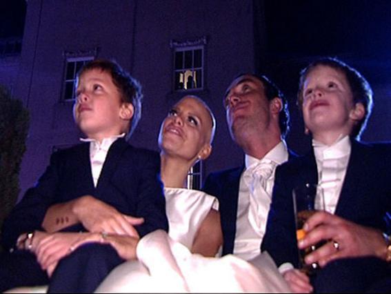 Η Τζέιντ Γκούντι με τους γιους της και τον σύζυγο της την ημέρα του γάμου τους.