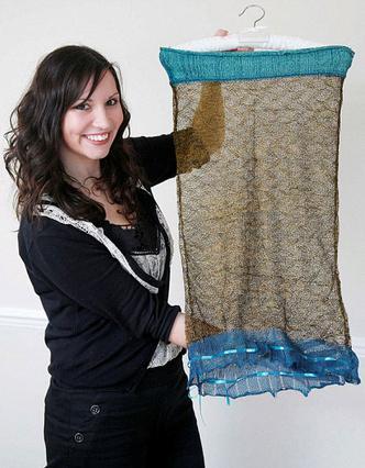 Η σχεδιάστρια μόδας Σάρλοτ Τοντ  κρατά το φόρεμα που έκανε τον  Γουίλιαμ να ερωτευτεί την Κέιτ  και δεν αποκλείεται να αξίζει  και £100.000 μετά τον γάμο τους.