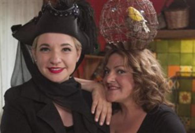 Κάτω Παρτάλι: Μοσχούλα & Βίβιαν τραγουδίστριες σε μπουζουξίδικο