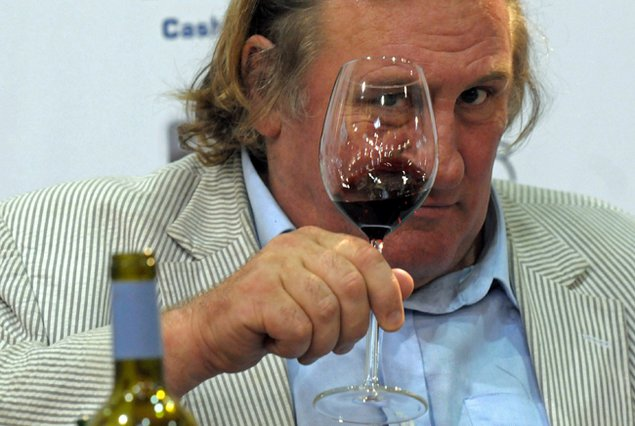 Ντεπαρντιέ:  Πίνω 14 μπουκάλια αλκοόλ τη μέρα