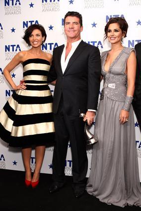 Ο Σάιμον Κάουελ μαζί με την Ντάνι  Μινόγκ και τη Σέριλ Κόουλ, με τις  οποίες κάθεται μαζί στην κριτική  επιτροπή του X Factor.