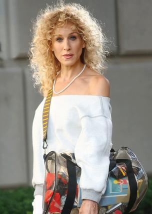 Μην τρομάζεις! Η περμανάντ στο μαλλί της Κάρι είναι για τις ανάγκες του SATC-2!