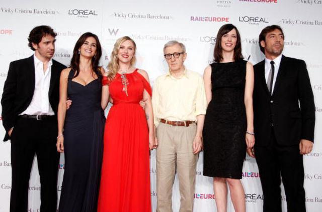 Η Ρεμπέκα (δεύτερη από δεξιά) με το υπόλοιπο καστ και τον  σκηνοθέτη της ταινίας  Vicky  Cristina Barcelona : Κρις Μεσίνα, Πενέλοπε Κρουζ, Σκάρλετ Γιόχανσον,  Γούντι Άλεν και Χαβιέ Μπαρδέμ.