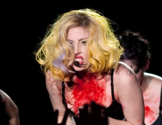 Πάλι προκαλεί η Gaga