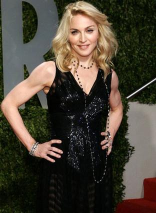 Ανανεωμένη όσο ποτέ εμφανίστηκε η Μαντόνα στο πάρτυ του Vanity Fair μετά τα Όσκαρ.