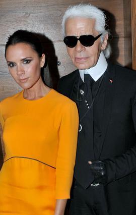 Η Βικτόρια Μπέκαμ μαζί με τον διάσημο σχεδιαστή και φίλο της, Κάρλ Λάνγκερφελντ.