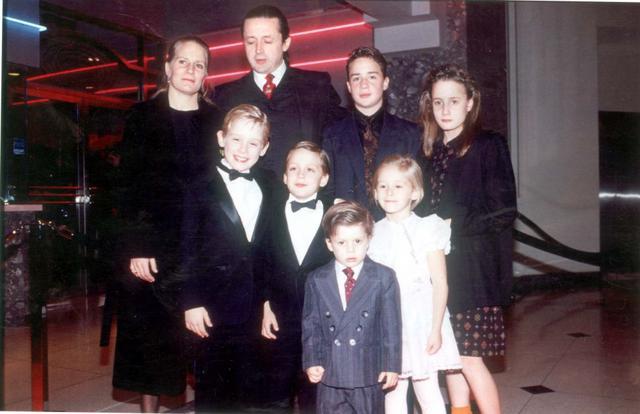 Παλιές ευτυχισμένες στιγμές: εδώ με σύσσωμη την οικογένεια.