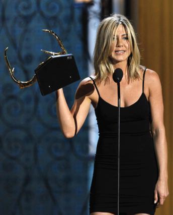 Πρόσφατα η Τζεν έλαβε το βραβείο  Κουκλάρας  της δεκαετίας  στα  Guys Choice Awards 2011